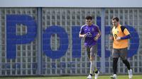 Casillas merasa tidak enak badan dan memilih untuk meninggalkan rekan-rekannya untuk menuju ruang ganti. (AFP/Miguel Riopa)