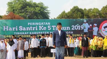 Seluruh peserta upacara Hari Santri Nasional atau HSN 2019 di Purbalingga, bersarung. (Liputan6.com/Humas Protokol PBG/Muhamad Ridlo)
