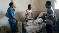 Sumartin, korban tertabrak kuda balap asal Kebumen dirujuk dan dirawat di RSUD Margono Soekarjo Purwokerto sejak Jumat (22/6/2018). (Liputan6.com/Muhamad Ridlo)