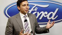 CEO Ford Motor Co,  Mark Fields, membela diri terhadap kritikan yang dilontarkan kandidat presiden AS Donald Trump terkait investasi.