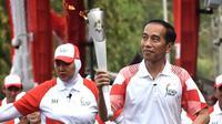 Jokowi melakukan torch relay Asian Games 2018. [foto: instagram/jokowi]