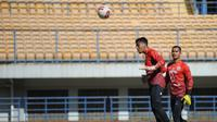 Kiper Persib Bandung, Teja Paku Alam. (Bola.com/Erwin Snaz)
