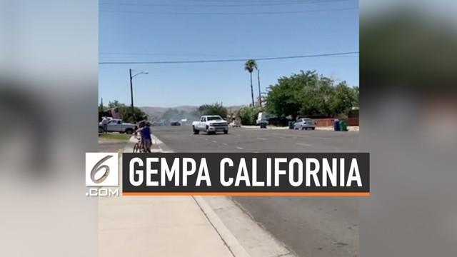 Kawasan California, AS diguncang gempa dengan magnitudo 6,4. Kekuatan gempa membuat warga panik dan ketakutan.