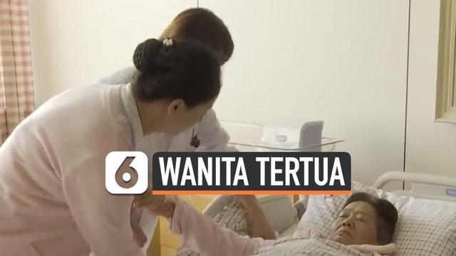 Seorang wanita berusia 67 tahun, berhasil melahirkan bayi perempuan dengan proses kelahiran normal. Ini terjadi di propinsi Shandong, China.
