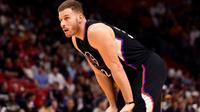 Forward Los Angeles Clippers, Blake Griffin, dijadwalkan menjalani operasi lutut minor pada beberapa hari ke depan dan diperkirakan harus absen hingga Januari 2017. (Bola.com/Twitter/CBSSportsNBA)