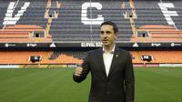 Gary Neville saat diperkenalkan sebagai pelatih baru Valencia di Stadion Mestalla pada 3 Desember 2015. (Reuters/Heino Kalis)