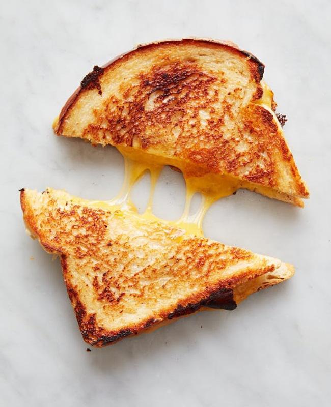 Roti panggang keju meleleh/copyright thekitchn.com