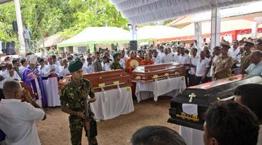 Suasana pemakaman massal di Sri Lanka (AP Photo)