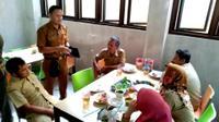 Satpol PP merazia sejumlah PNS Bogor yang tengah keluyuran di jam kerja. (Liputan6.com/Achmad Sudarno)