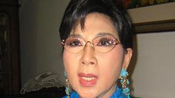 Titiek Puspa pernah menderita kanker rahim yang mulai aktif menggerogoti tubuhnya sekitar akhir tahun 2009. Kini ia telah dinyatakan sembuh setelah berobat ke Singapura (Istimewa)
