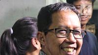 Plt Ketua Umum PSSI Joko Driyono memberi keterangan pers usai diperiksa di Mapolda Metro Jaya, Jakarta, Kamis (24/1). Joko Driyono diperiksa penyidik Satgas Antimafia Bola Polri terkait kasus dugaan pengaturan skor sepakbola. (Liputan6.com/Johan Tallo)