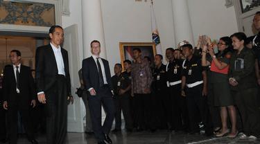 Pendiri sekaligus CEO Facebook, Mark Zurkerberg menemui Presiden terpilih Jokowi di Balaikota, Jakarta, (13/10/14). (Liputan6.com/Herman Zakharia)