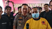 Iwan Adi Sucipto (49) menyesali perbuatannya karena diduga telah melakukan ujaran kebencian di media sosial terhadap imbauan Kapolri Jenderal Tito Karnavian. (Huyogo Simbolon)