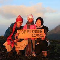 Devania Syahla Almira, telah berhasil mendaki 9 gunung bersama orangtuanya. (Sumber Foto: instagram.com/devaniasyahla)