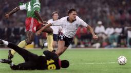Gary Lineker (kiri) menempati peringkat ketiga daftar top scorer timnas Inggris, dengan jumlah 48 gol. Garry pertama kali mencetak gol pada 26 Maret 1985 dan terakhir kali mencetak gol pada 29 april 1992. (AFP/Patrick Herzog)