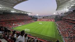 Stadion ini mampu menampung sebanyak 53.289 penonton, tak heran jika stadion ini sering digunakan untuk pertandingan Internasional seperti menjadi salah satu venue Piala Dunia 1982 silam. (Foto: AFP/Rafa Rivas)