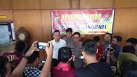 Kapolretsa Batanghari saat menggelar konferensi pers tentang kasus pencabulan yang dilakukan ayah tiri. (Liputan6.com/Dok Polres Batanghari)