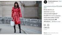 Bingung saat ingin mengenakan long coat? Intip tips fashion yang satu ini. (Foto: Instagram @thestylestalkercom)