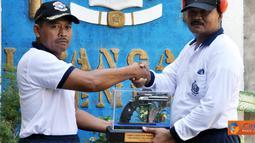 Citizen6, Surabaya: Tujuan diadakannya kegiatan lomba menembak dalam rangka Pomal Fun Shooting Th.2011 ini adalah mengadakan silaturahmi dengan para pejabat TNI AL di wilayah Surabaya dengan sarana olah raga menembak. (Pengirim: Budi Abdillah)