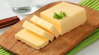 Untuk menambah rasa dan aroma, biasanya para ibu menggunakan margarin dibanding minyak goreng. Jangan panas-panas ya