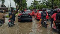 Pekanbaru dikepung banjir, genangan air sampai 1,5 meter. (Liputan6.com/M Syukur)