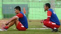 Dua pemain Arema, Rachmat Latief dan Sunarto, belum dapat kesempatan main di Liga 1 2019. (Bola.com/Iwan Setiawan)