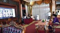 Gubernur Sumsel Herman Deru melakukan virtual zoom bersama kepala daerah di 17 kabupaten/kota se-Sumsel saat Idul Fitri 1441 Hijriah (Dok.Humas Pemprov Sumsel / Nefri Inge)