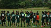 Persebaya Surabaya latihan di Lapangan Yogyakarta Independent School (YIS), Sleman, dalam hari ketujuh TC, Rabu (22/1/2020) sore. (Bola.com/Aditya Wany)