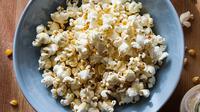 Asal mula terciptanya popcorn, camilan renyah yang identik dengan bioskop