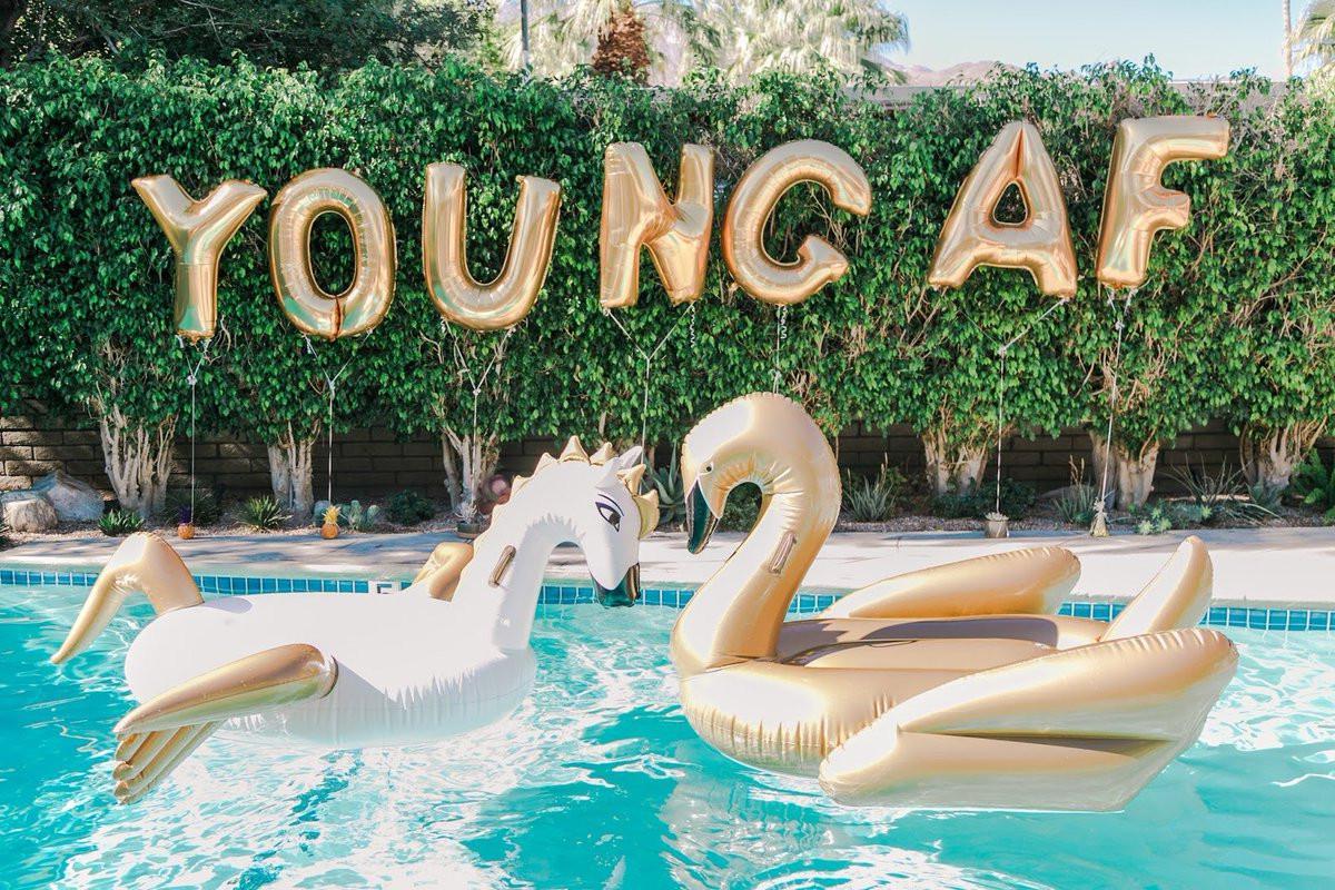 Panduan Membuat Pool Party Yang Instagrammable Dari Victoria Beckham Lifestyle Fimela Com