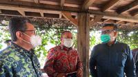 Wakil Ketua Komisi XI Eriko Sotarduga di sela-sela kunjungan kerja 18 anggota Komisi XI DPR RI, di Bandung, Senin (12/10/2020). Dok OJK
