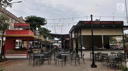 Deretan gerai makanan di pusat kuliner (Food Street) kawasan Pantai Maju atau Pulau D, Jakarta, Rabu (23/1). Pulau reklamasi Teluk Jakarta kembali menjadi sorotan seiring beroperasinya pusat kuliner Food Street Pantai Maju. (Merdeka.com/Iqbal S. Nugroho)