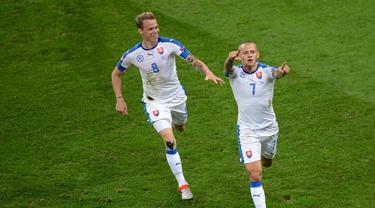 Slovakia berhasil meraih kemenangan 2-1 melawan Rusia pada laga kedua Grup B Piala Eropa 2016, Rabu (15/6/2016) malam WIB. (AFP/Denis Charlet)