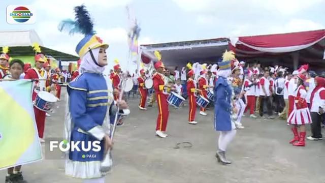 Obor Api Asian Games 2018 disambut pertunjukan marching band saat sampai di Penukal Abab Lematang Ilir, Sumatra Selatan.