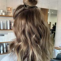 Rambut setengah cepol (Foto: Instagram/lookdujour_ca)