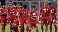 Pemain Persija Jakarta tampak lesu usai dikalahkan Ceres-Negros pada laga Piala AFC di SUGBK, Jakarta, Selasa (23/4). Persija takluk 2-3 dari Ceres-Negros. (Bola.com/M Iqbal Ichsan)