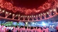 Kembang api pun membuat acara yang sudah meriah terlihat lebih megah. (twitter/syono_)