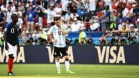 Bahasa tubuh Lionel Messi (dua dari kiri) di tengah laga 16 Besar 2018 antara Prancis kontra Argentina, di Kazan Arena, Sabtu (30/6/2018) malam WIB. (AFP/Jewel Samad)
