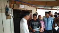 Presiden Joko Widodo (Jokowi) kembali meresmikan program penyambungan listrik gratis kepada warga tidak mampu di Jawa Barat. Liputan6.com/Ilyas