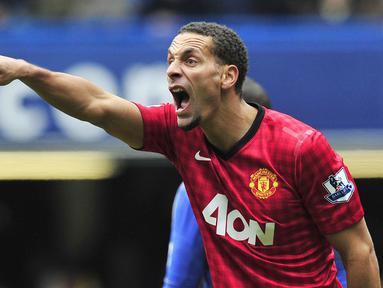 Rio Ferdinand saat berkostum Manchester United pada ajang Piala FA (1/4/2013). Saat ini Rio beralih profesi menjadi seorang petinju pro. (AFP/Glyn Kirk)