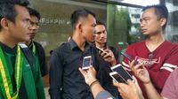Himpunan Mahasiswa (Himma) Nahdlatul Wathon melaporkan Yahya Waloni ke Bareskrim Mabes Polri. (Liputan6.com/Nanda Perdana Putra)