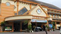 RS Saiful Anwar kewalahan menangani Corona Covid-19. Rumah sakit rujukan utama ini menyiapkan gedung paviliun untuk menambah ruang isolasi (Liputan6.com/Zainul Arifin)