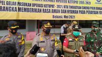 Wali Kota Bekasi, Rahmat Effendi alias Pepen menggelar apel pasukan Operasi Ketupat Jaya 2021 di Stadion Patriot Candrabhaga, Rabu (5/5/2021). (Liputan6.com/Bam Sinulingga)