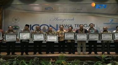 Penghargaan yang diberikan oleh PWI dan Suara Merdeka Network ini digelar bersamaan dengan Ulang Tahun ke-53 Partai Golkar.
