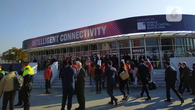Antrean penggunjung MWC 2019. (Liputan6.com/ Sulung Lahitani)