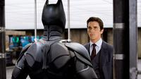 Christian Bale dalam The Dark Knight (© TM &DC Comics.2008 Warner Bros. Entertainment Inc. via IMDb)