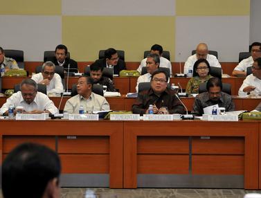 20150907-Bahas RUU APBN 2016, Sejumlah Menteri Jokowi Merapat ke DPR-Jakarta