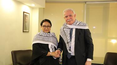 Menteri Luar Negeri RI Retno Marsudi dan Menteri Luar Negeri Palestina Riyad Al Maliki dalam pertemuan bilateral di Amman, Yordania (11/12/2017). Keduanya membahas isu seputar Yerusalem dan Palestina (Sumber: Kemlu RI)