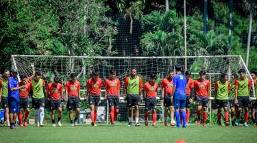 Pemusatan latihan Arema FC di Batu membuat pemain menjadi lebih kompak. Meskipun program ini hanya berjalan 4 hari. (Bola.com/Iwan Setiawan)