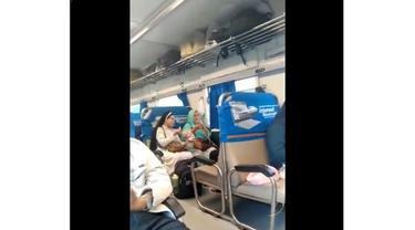 Video Biarawati dan Ibu Berhijab Berbagi Makanan di Kereta Ini Bikin Adem